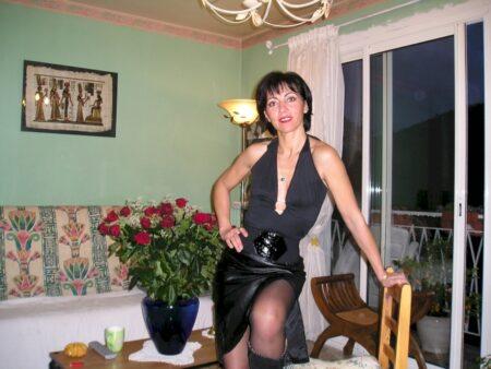 Adopte une femme adultère souvent dispo