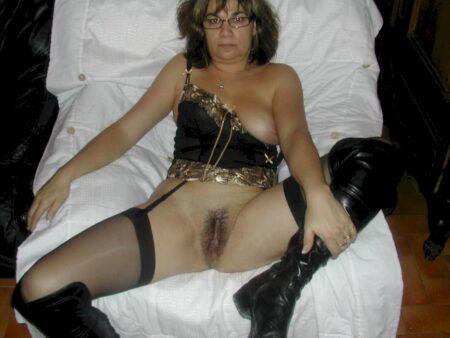Chienne sexy dominatrice pour gars qui est docile