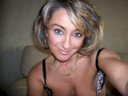 Femme infidèle cherche un libertin pour un plan sexe sur le 29