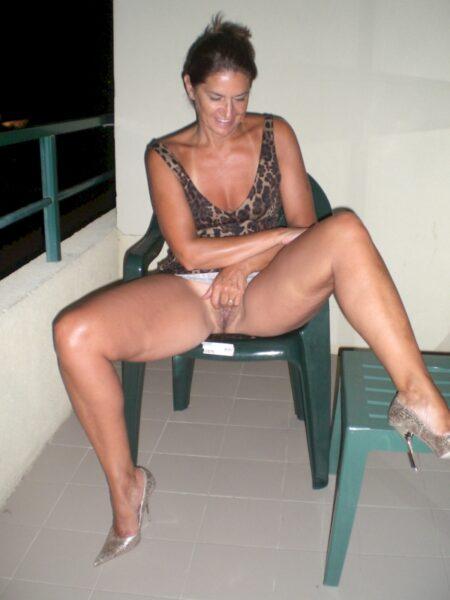 Femme infidèle très sexy cherche un gars novice
