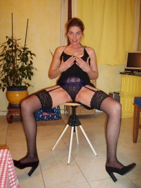 Jeune femme coquine soumise pour mec expérimenté assez souvent libre