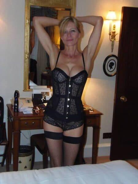 Pour jeune libertin disponible qui cherche une femme cougar sexy