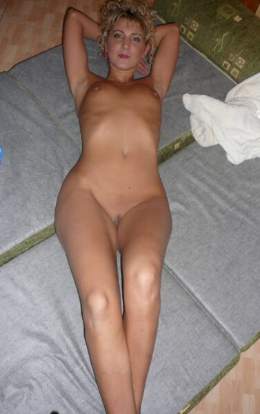 Salope sexy dominatrice pour amant docile